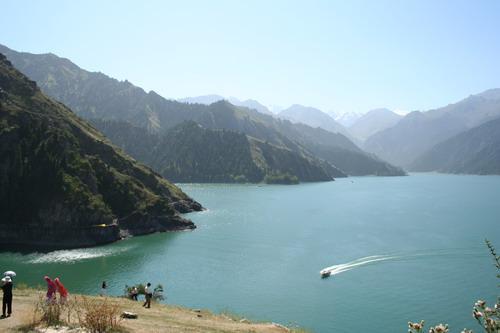 lago cinese mostro