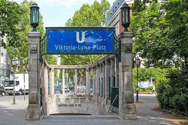 entrata di una stazione metro Ubahn di Berlino