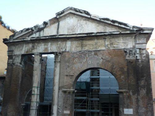 Portico d'Ottavia è il monumento simbolo del ghetto di roma