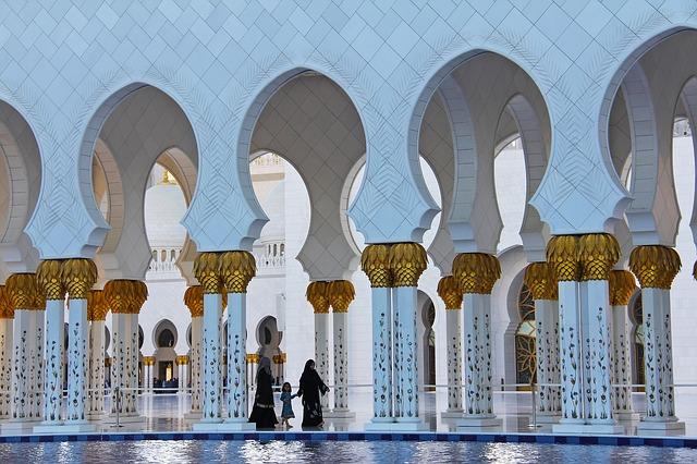 Abu Dhabi il candore della grande moschea
