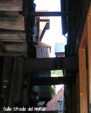 vicoli ... e tetti che sembrano toccarsi