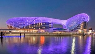 Riflessi notturni ad Abu Dhabi