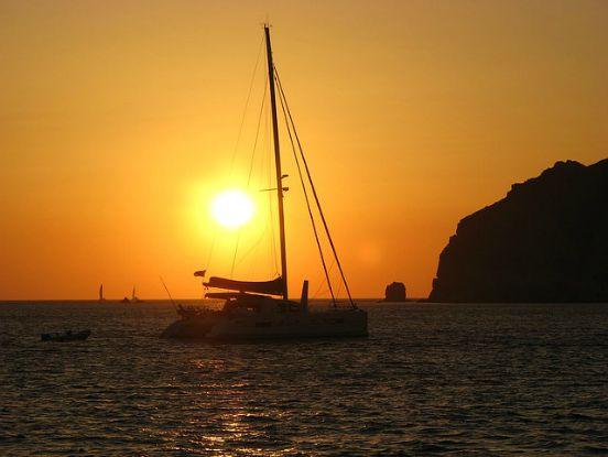 catamarano tramonto