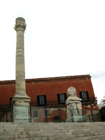 La colonna che a Brindisi segna la fine della via Appia antica