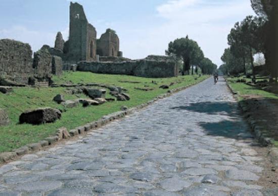 In cammino lungo l'Appia Antica - Sulle Strade del Mondo