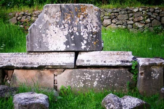 iscrizioni lungo la via appia antica