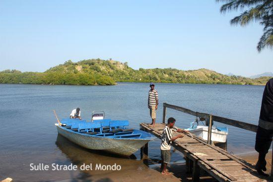 La barca che ci ha portato alla baia di lokaro