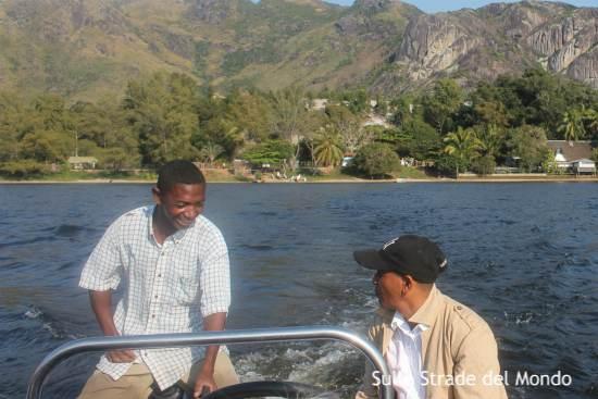 In barca verso la baia di Lokaro