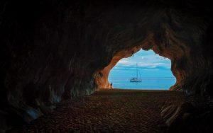 sardegna mare visto dalla grotta
