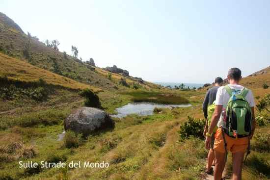 sul sentiero verso la baia di Lokaro