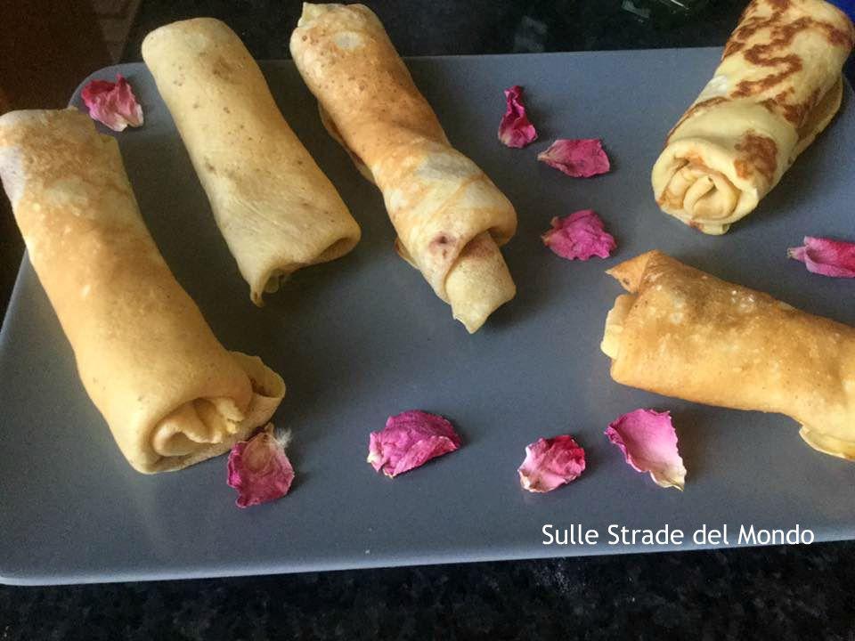 i petali di rosa non fanno parte della ricetta degli Blintzes, sono solo decorativi