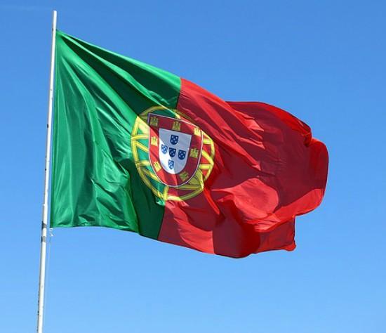 Bandiera portoghese che sventola