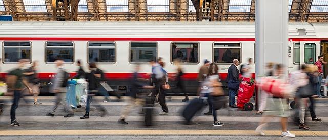 viaggiare in treno fase 2 non è fughe in massa verso il sud