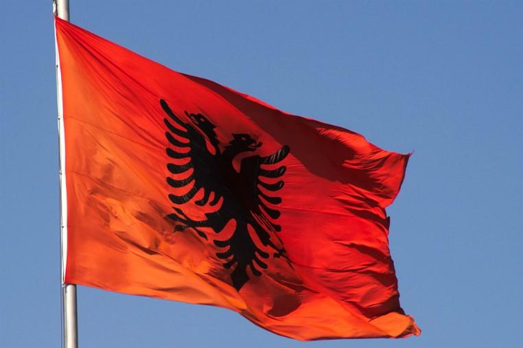 significato della bandiera albanese: valore, forza e coraggio