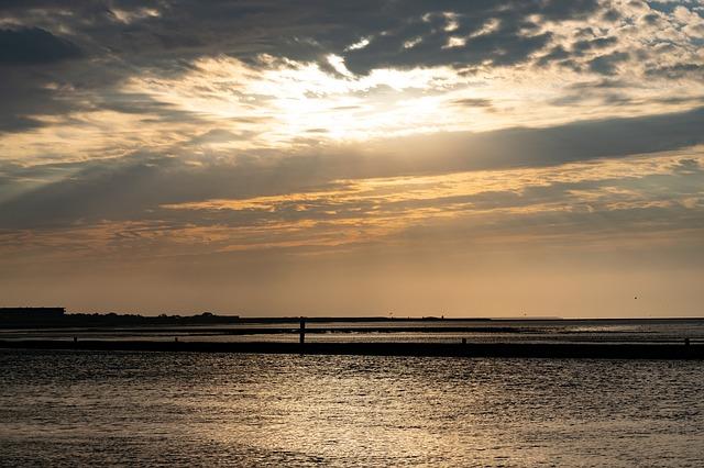 vedere il tramonto sul mare è una cosa da fare a Terschelling: