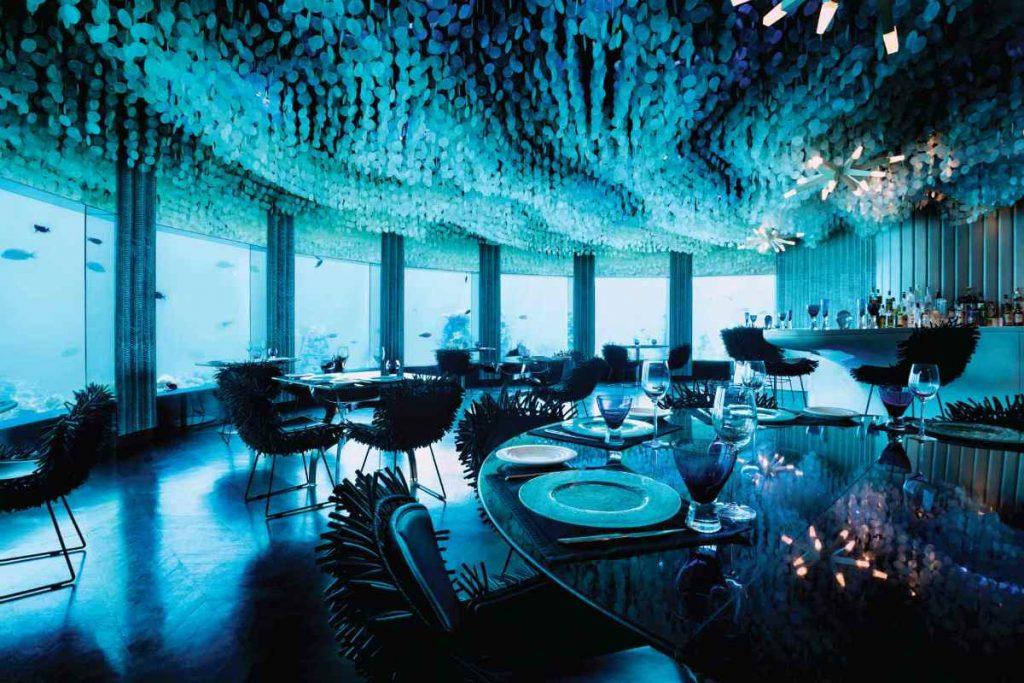scegliere un Hotel di lusso, alle Maldive può significare cenare sott'acqua