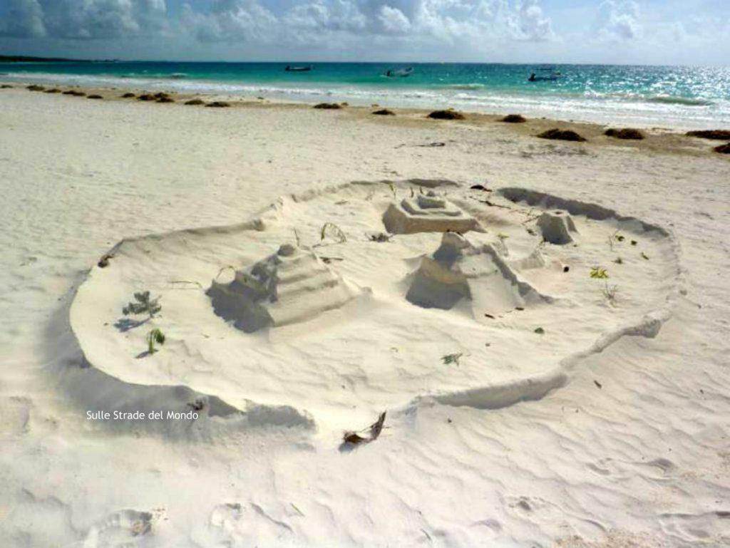 piramide di sabbia a tulum