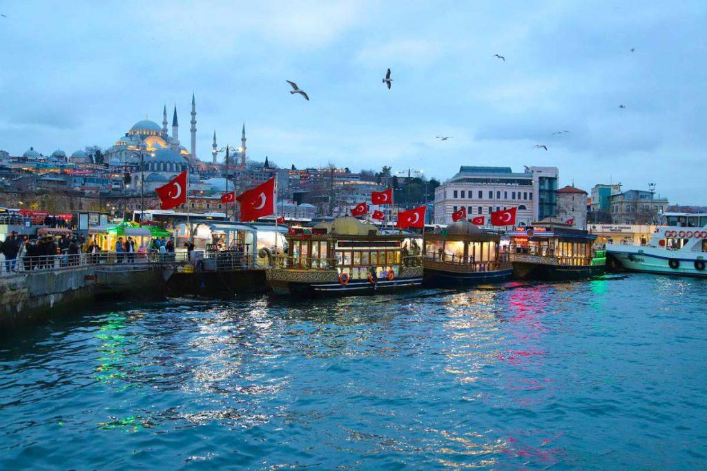 istanbul e la bandiera turca