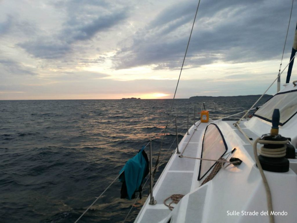 catamarano tramonto radama
