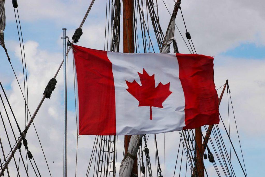 Bandiera del Canada su una nave