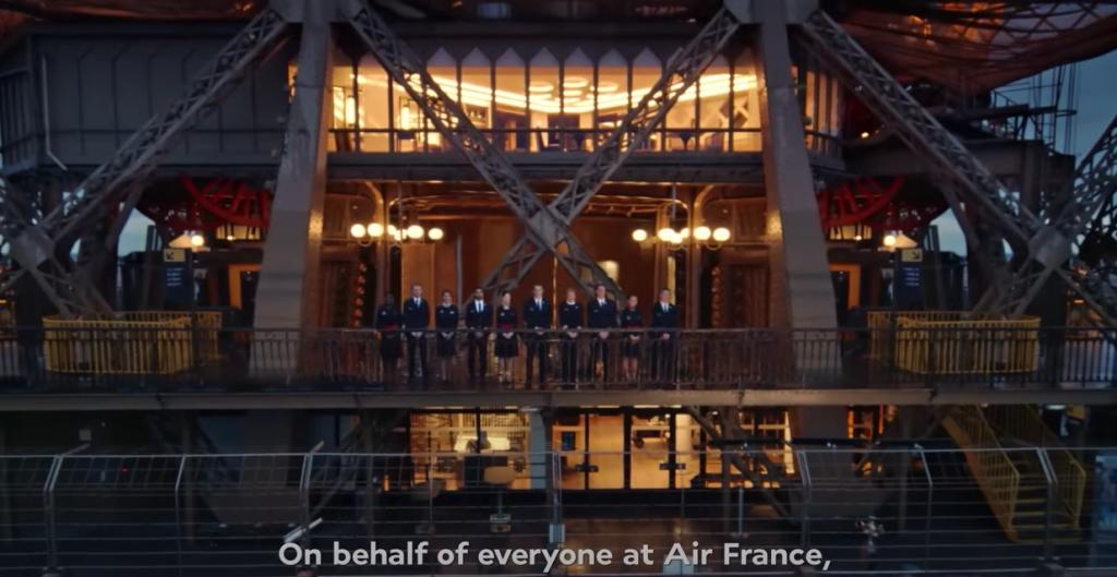Il video Air France si conclude con l'equipaggio sulla torre Eiffel