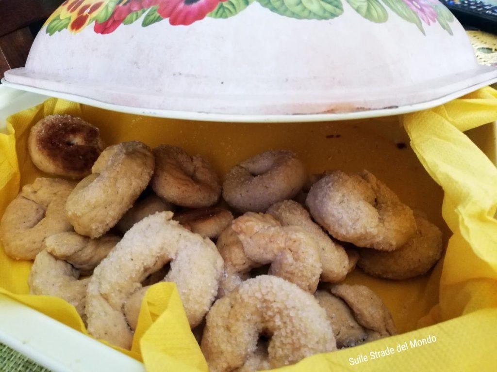 Contenitore di latta per conservare i biscotti