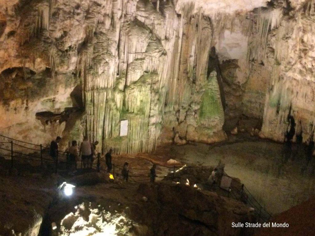 La sala della reggia della Grotta di Nettuno