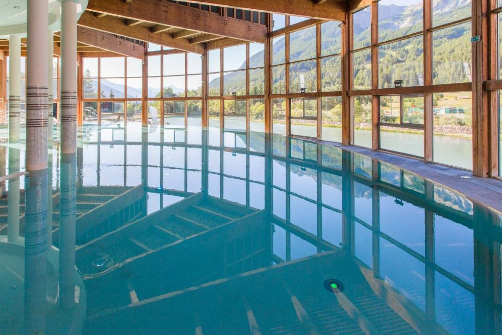 vetrata della piscina interna Les Grands Bains du Monêtier