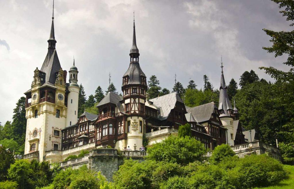 Tra i castelli più belli Peles in Romania