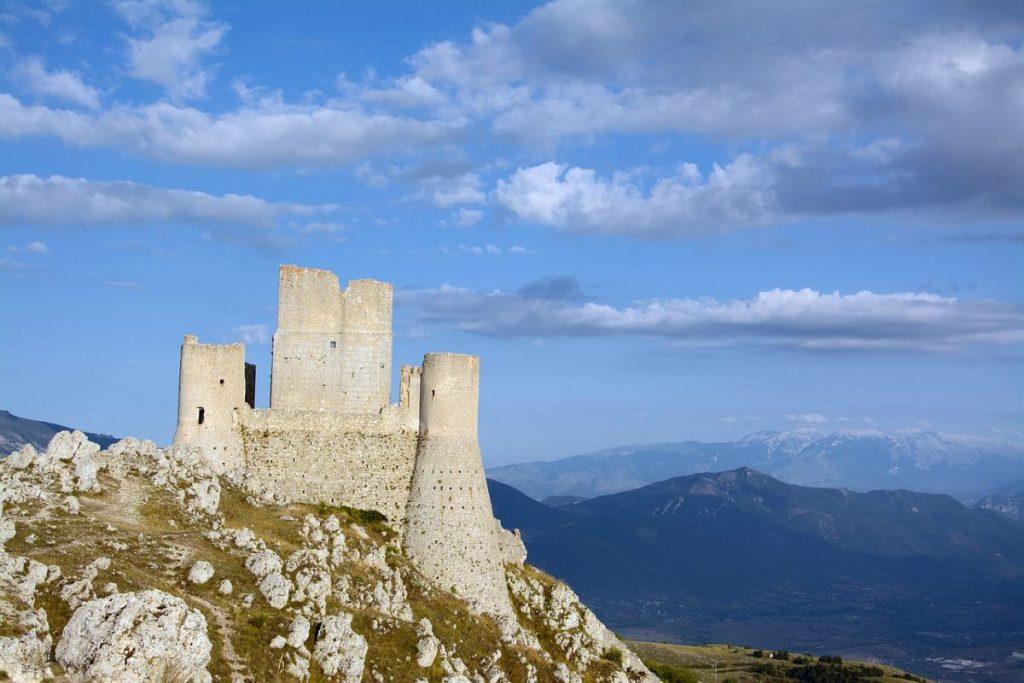 Rocca Calascio non solo il castello di Ladyhawke anche uno dei più belli del mondo