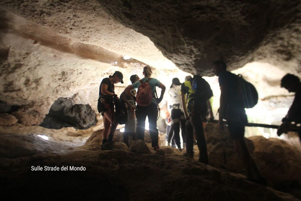 il trekking prevede anche un tratto in grotta